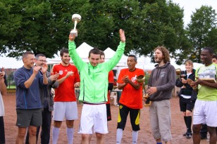 François, vainqueur du lancer de savonnette.